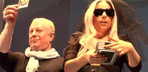 Lady Gaga představuje novinky Polaroidu