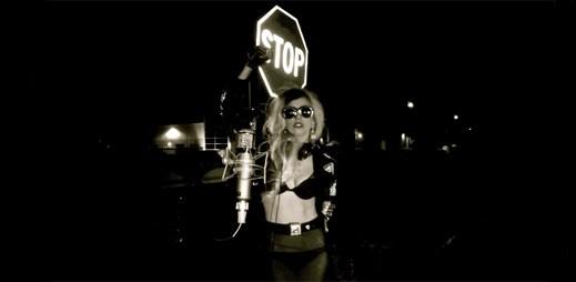 Lady Gaga: druhá verze songu Born This Way ve stylu country