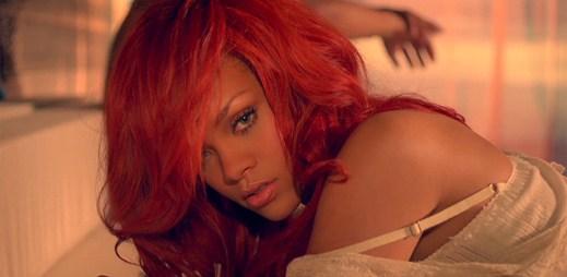 Nevinná Rihanna v klipu California King Bed