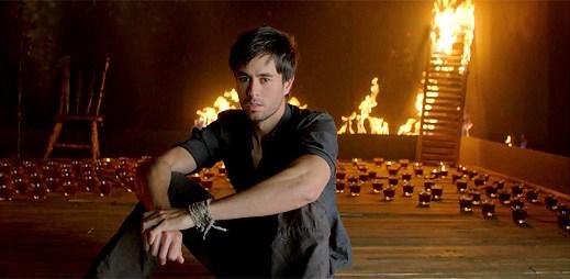 Enrique Iglesias: nový klip Ayer, aneb hořící novinka