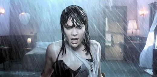 Jessie J v klipu Who You Are odešla se smáčenými vlasy