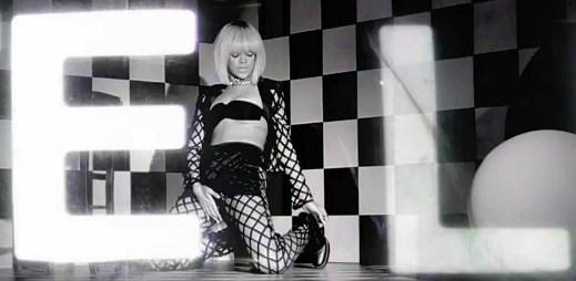 Sexuchtivá blonďatá Rihanna v premiéře klipu You Da One