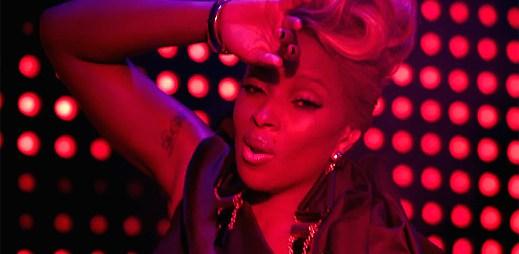 Mary J. Blige jako tanečnice z hrací skříňky v klipu Mr. Wrong