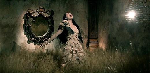 Evanescence: Roztříštěný svět v klipu My Heart Is Broken