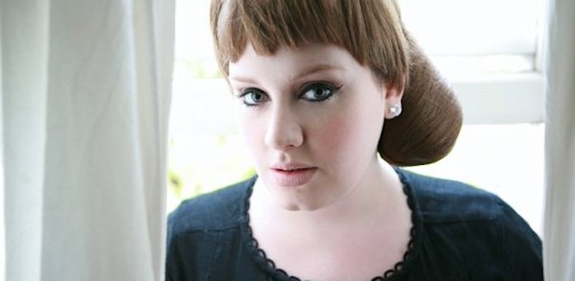 Twitter: Lidé poslali nejvíc tweetů, když Adele přebírala Grammy