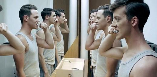 Will Young: skvělé zrcadlové video Losing Myself, které musíte vidět