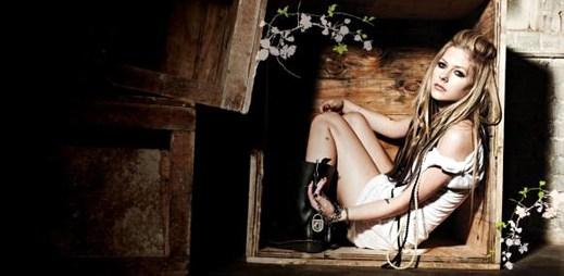 Avril Lavigne se loučí se starou érou v klipu Goodbye