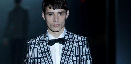 Pruhované módní obleky z italské kolekce Gucci