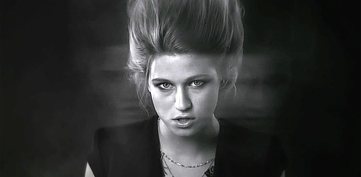 Selah Sue v mlhavém videoklipu This World