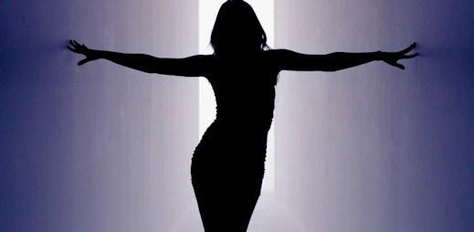 Kylie Minogue zpívá už 25 let, vydala nový singl Timebomb
