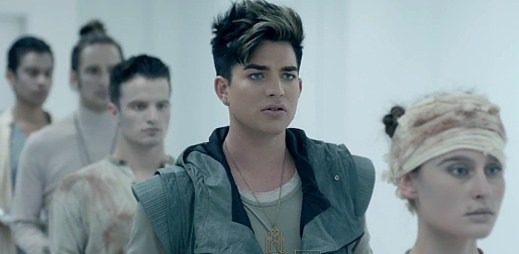 Adam Lambert započal vzpouru v klipu Never Close Our Eyes