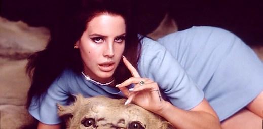 Lana Del Rey jako manželka Kennedyho v National Anthem