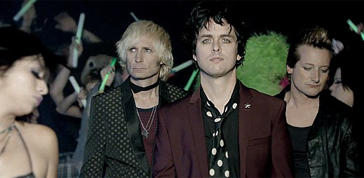 Green Day: Krvavá bitka holek v novém klipu Kill The DJ