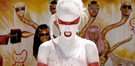 Die Antwoord terorizují Lady Gaga v klipu Fatty Boom Boom