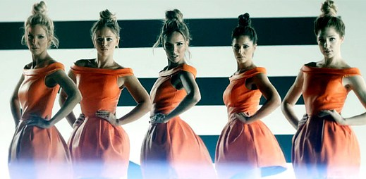 Girls Aloud se znovu spojily v divokém klipu k Something New