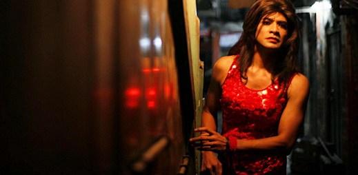 Gay film: Miláček - dcera zjistí, že její otec je transvestitní prostitutka