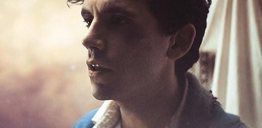 Mika potřebuje lásku, aby mohl žít pod vodou v Underwater