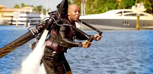 Flo Rida předvádí své kousky s JetLev v klipu Let It Roll