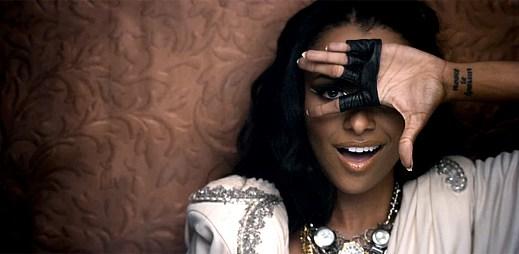 Seriálová čarodějnice Kat Graham v tanečním klipu Wanna Say