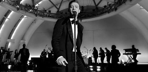 Bavič publika Justin Timberlake se odvázal v novince Suit and Tie