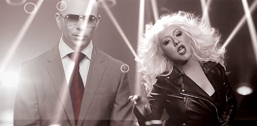 Pitbull a Christina Aguilera skákají do rytmu ve Feel This Moment