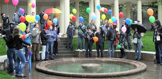 Gayové dnes na celém světě slaví Mezinárodní den proti homofobii