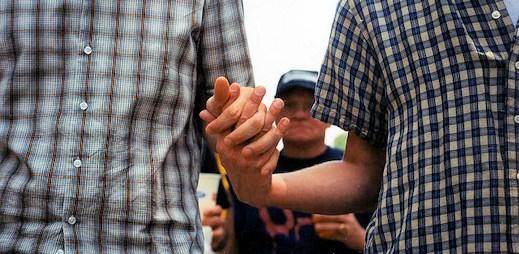 Křesťanská organizace přestala léčit homosexuály. Její šéf zjistil, že je gay