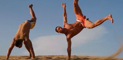 Magické video odhaluje plavky pro mladé