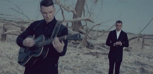 Tmavý, dramatický a úžasně vymyšlený klip Somebody To Die For od skupiny Hurts