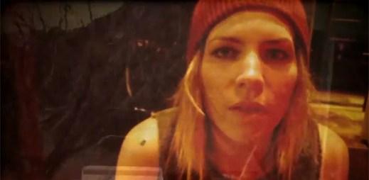 Skylar Grey v nostalgickém klipu zasněžené silnice White Suburban