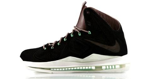 Nazujte si černé boty LeBron X EXT od Nike