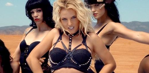 Britney Spears dala svým otrokyním v klipu Work Bitch pořádný výprask