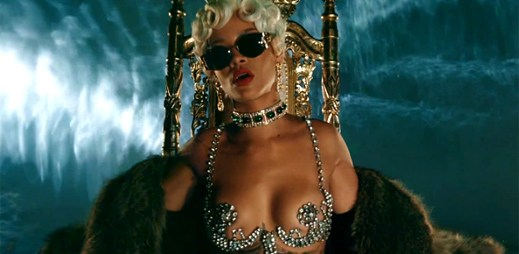 Rihanna se v klipu Pour It Up stala šéfkou striptérek