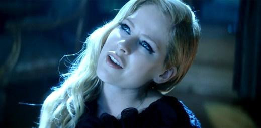 Avril Lavigne natočila nový klip Let Me Go s dávkou nostalgie