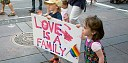 Kteří čeští politici chtějí povolit adopci dětí homosexuálními páry?