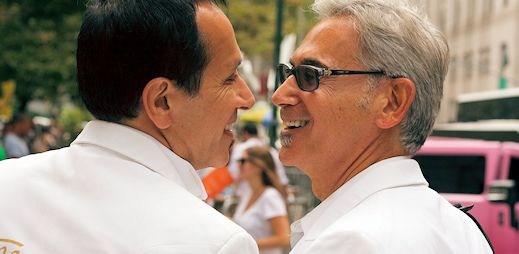 Dobrá zpráva: Polovina Čechů souhlasí se sňatky gayů a podpora nadále stoupá
