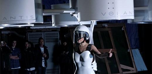 Lady Gaga představila VOLANTIS, první létající šaty na světě