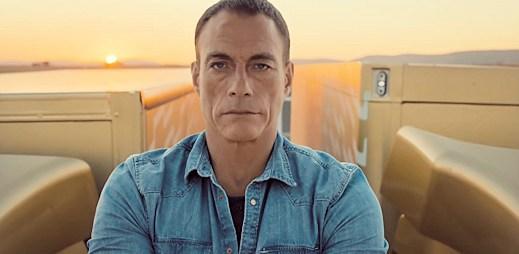 Jean-Claude van Damme předvedl fascinující výkon, kterým popřel fyzikální zákony!