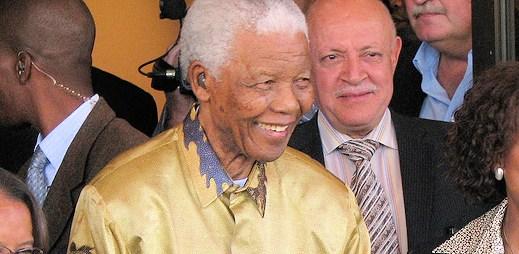 Zemřel Nelson Mandela, který bojoval o lidská práva a sňatky homosexuálů
