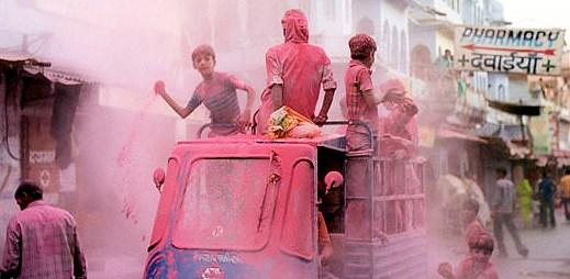 Indie opět považuje homosexuální styk za trestný čin. Dostanete deset let natvrdo!