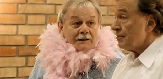 Trapná žárlivá gay scéna mezi Karlem Gottem a Karlem Šípem se opravdu nepovedla