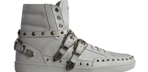 Odvážné boty Saint Laurent s pořádnou dávkou kovu