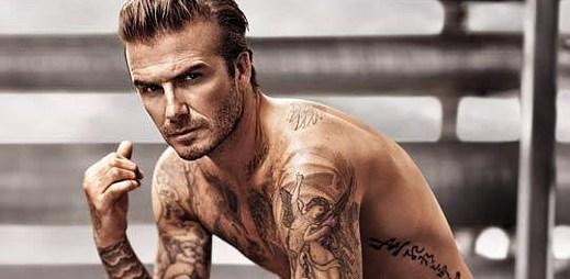 Polonahý David Beckham natočil další reklamu pro H&M! Ukazuje spodní prádlo a oblečení na doma