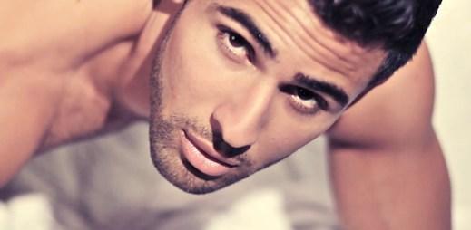 Zadívejte se do sexy očí modela Pabla Hernandeze