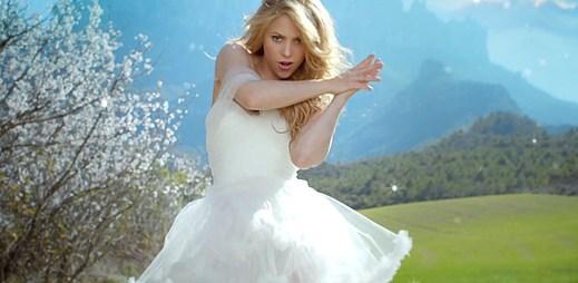 Shakira natočila nový klip Empire, ve kterém utíká od oltáře