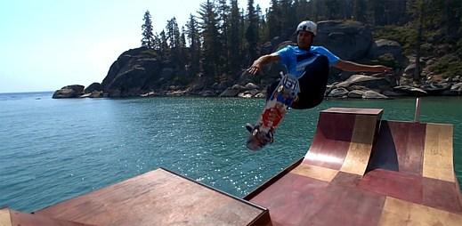 Jezdíte na skatu? Tuto plovoucí skate rampu musíte vidět