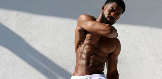 Bílé nebo modré: Které sexy tepláky byste si vybrali?