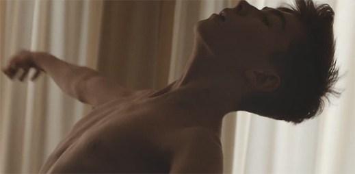 Zpěvačku Oh Land inspiroval k vytvoření klipu Cherry On Top její životní příběh