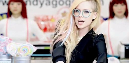 Avril Lavigne natočila nový klip Hello Kitty. Ukazuje v něm krásu Japonska