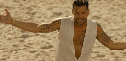 Sexy chlap Ricky Martin to roztočil v novém klipu Vida